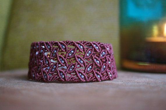 Bracelet macramé réglable avec motif feuilles par MaartsShitHappens