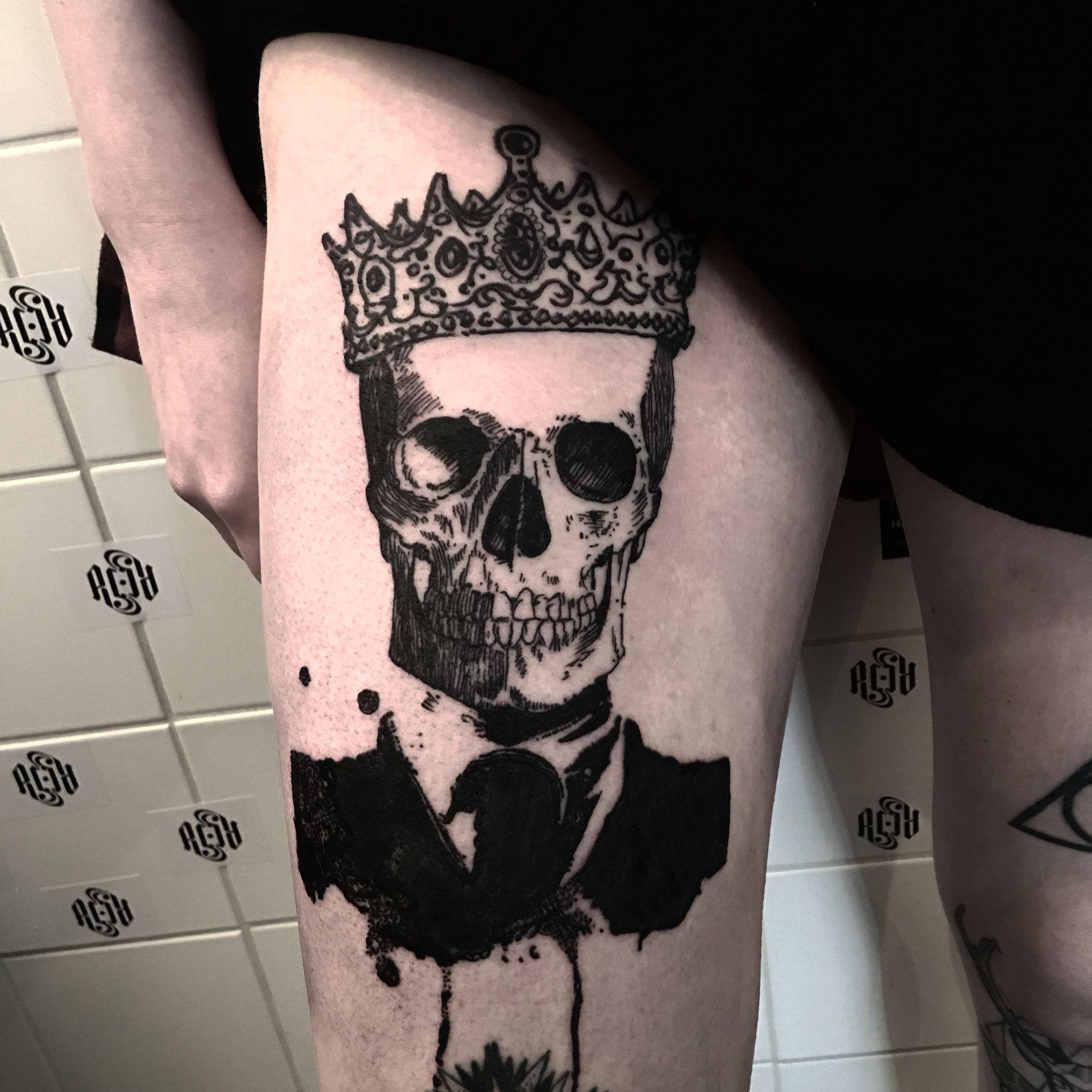 skull tattoo with crown and splatter effect thomas acid acid tattoo my work splatter tattoos. Black Bedroom Furniture Sets. Home Design Ideas