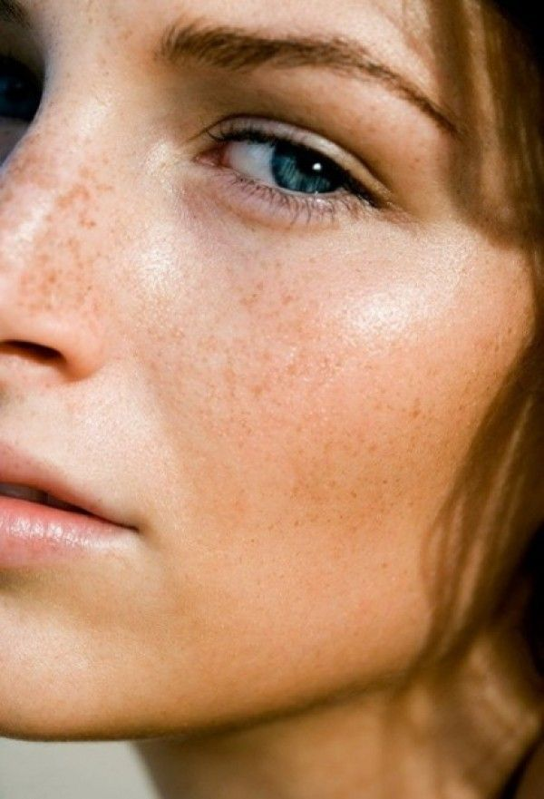 Sheer tinted moisturiser shows off skin, whilst a clear salve applied to lips and cheekbones adds a dewy glow.