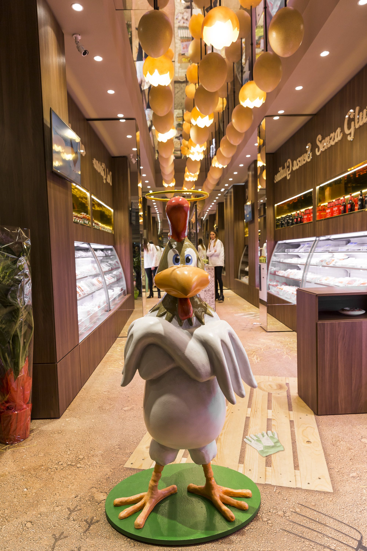 Opollo Grocery Store realized by AFA Arredamenti in