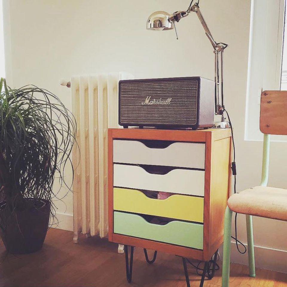 Atelier Ripaton — Hairpin legs — Épinglé en France   Magnifique DIY avec un meuble à tiroirs vintage.  Pieds disponibles en livraison en Europe sur www.ripaton.fr #DIY #Meuble #Furniture #Hairpin #HairpinLegs #Épingle #Design #Déco #Décoration #DoItYourself #HomeMade #FaitMain #Intérieur #PiedDeTable #Inspiration Petit meuble de rangement vintage et design scandinave à réaliser avec nos pieds d'épingle.