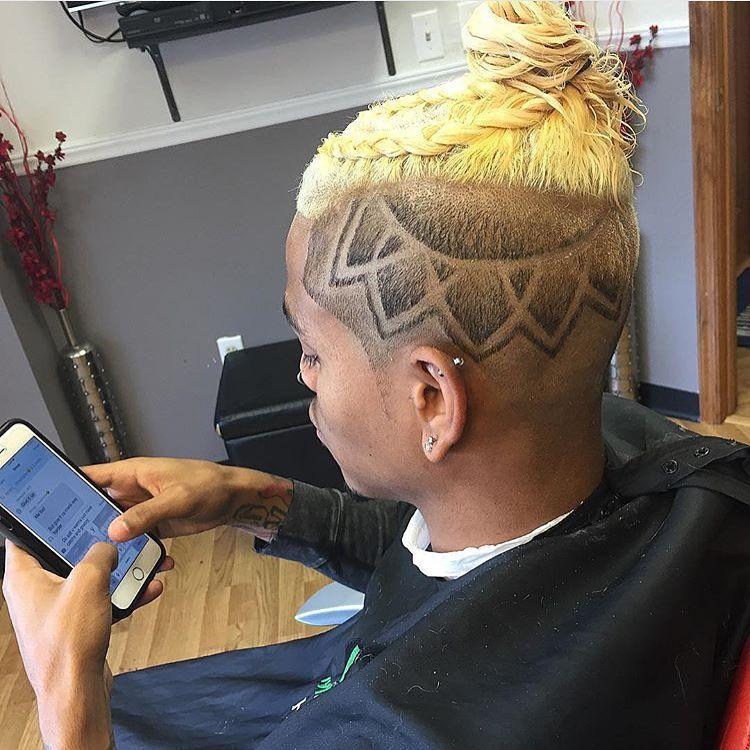 """Dope@sweetblazer #paulmitchell #internationalbarbers#menscut #mensstyle #mensfashion #pravana #model #stylistinctv  #barber #barbers #barbering…"""