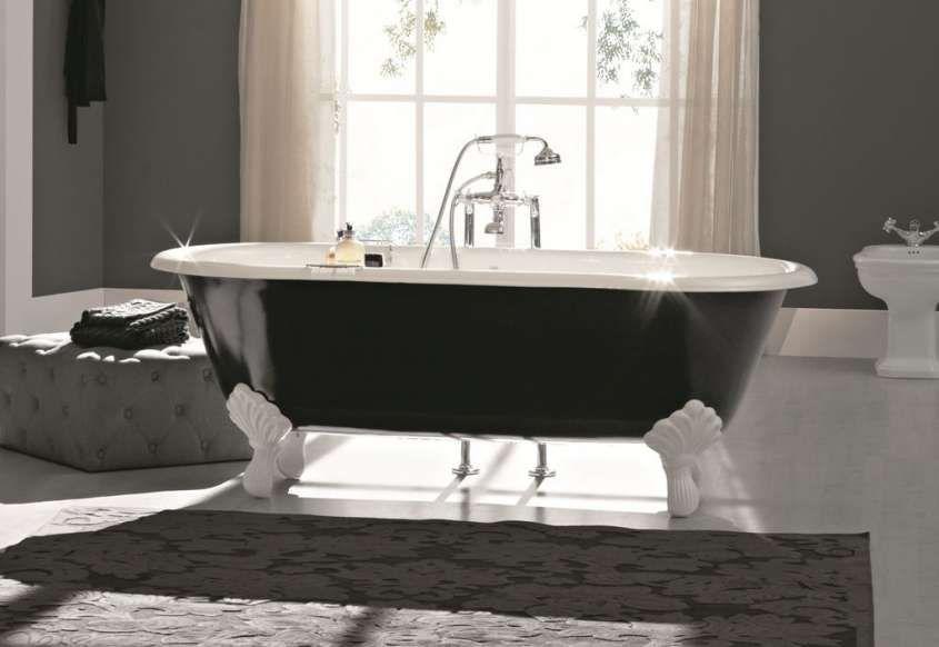 Come arredare un bagno in stile vintage vasca nera dal sapore