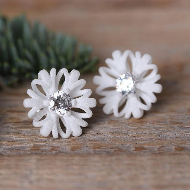 These flower stud earrings looking like snowflakes and the crystals sparkling like ice in the sunlight. Perfect for the wintertime.