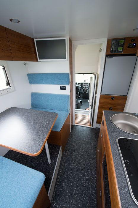 iveco daily 4x4 wohnmobil innenausbau uwe hasubek. Black Bedroom Furniture Sets. Home Design Ideas