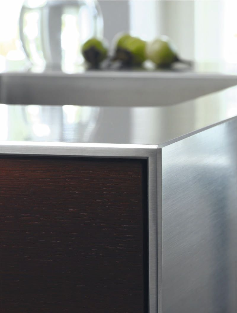 The Detail And Finish In This Bulthaup Kitchen Furniture Is Amazing The Bevelling On The Edges Of The Stainless Steel W Kuche Edelstahl Bulthaup Kuchen Kuche