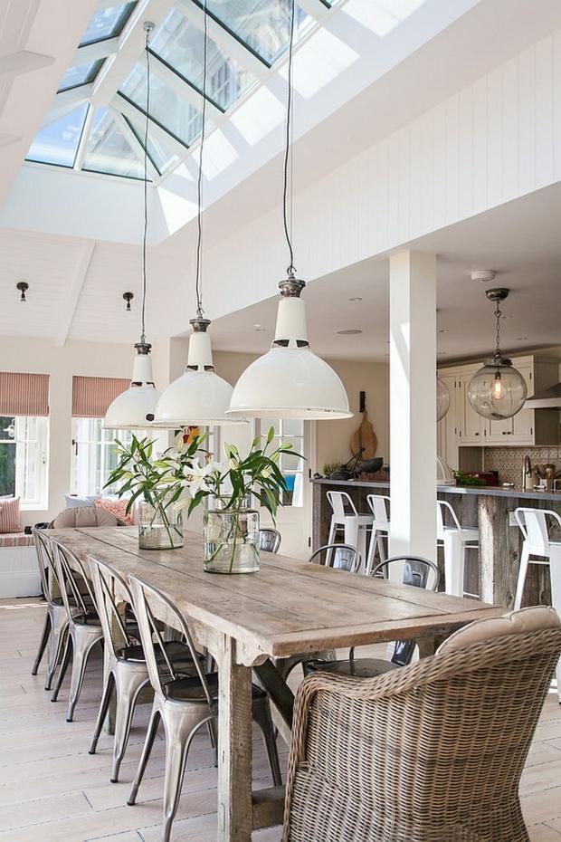 Salle manger avec fentre de toit