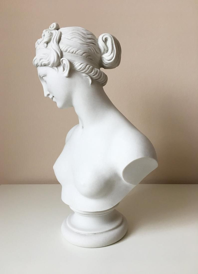 Venus Bust Sculpture - Greek Statue of Aphrodite with the Apple by Thorvaldsen - Female Neoclassical Antique Art - 35cm (13.8 inch)