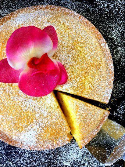 Moist Lemon Yogurt Cake (Fluffy and Easy)