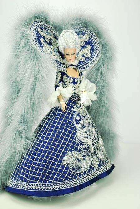 Magic Carnival in Venice for the Live Charity Auction at 2013 National Barbie Convention auctioned for $ 10.000