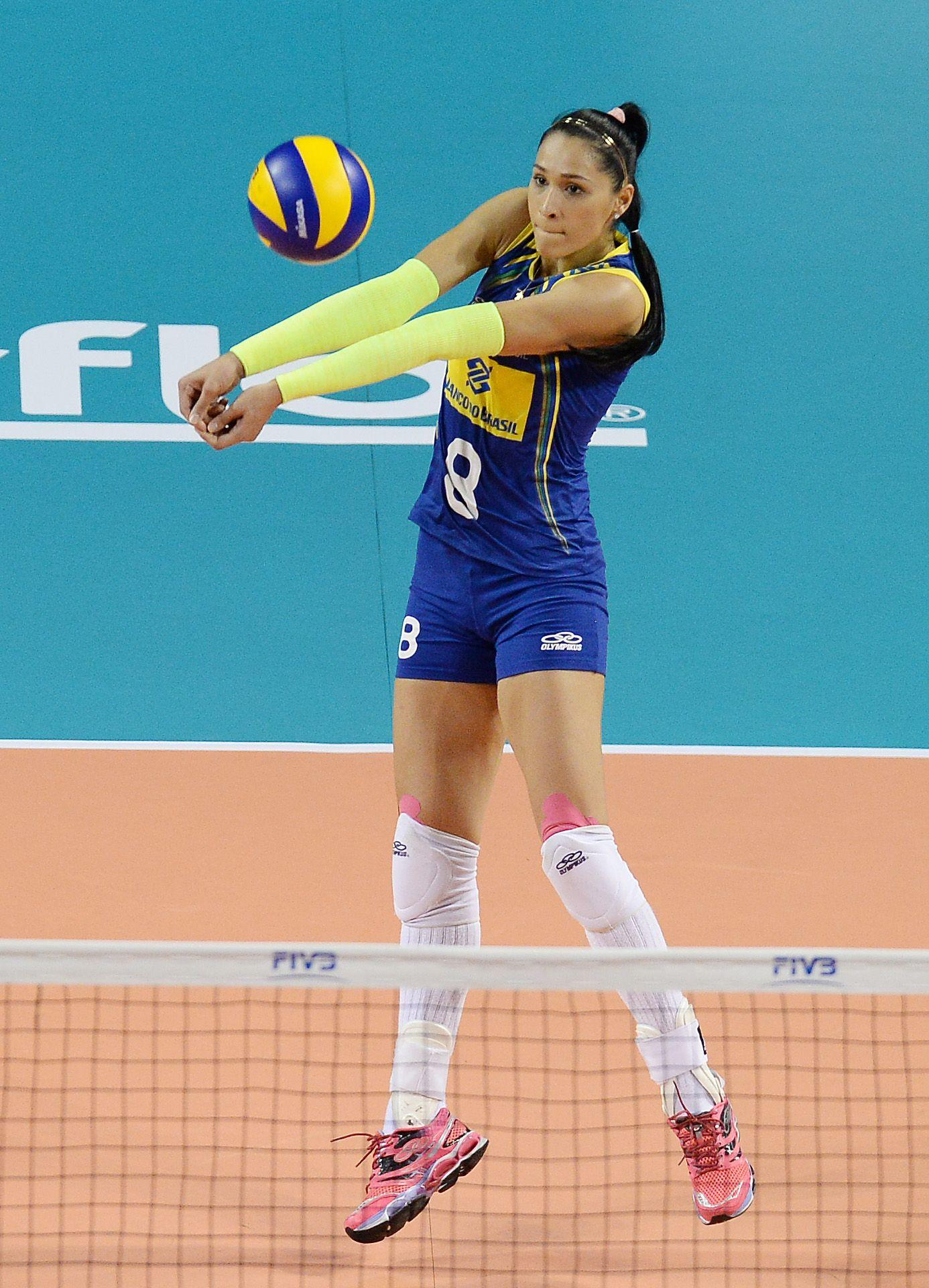 Jaqueline Pereira De Carvalho Endres Of Brazil Receives The Ball Against China Female Volleyball Players Volleyball Workouts Volleyball Players