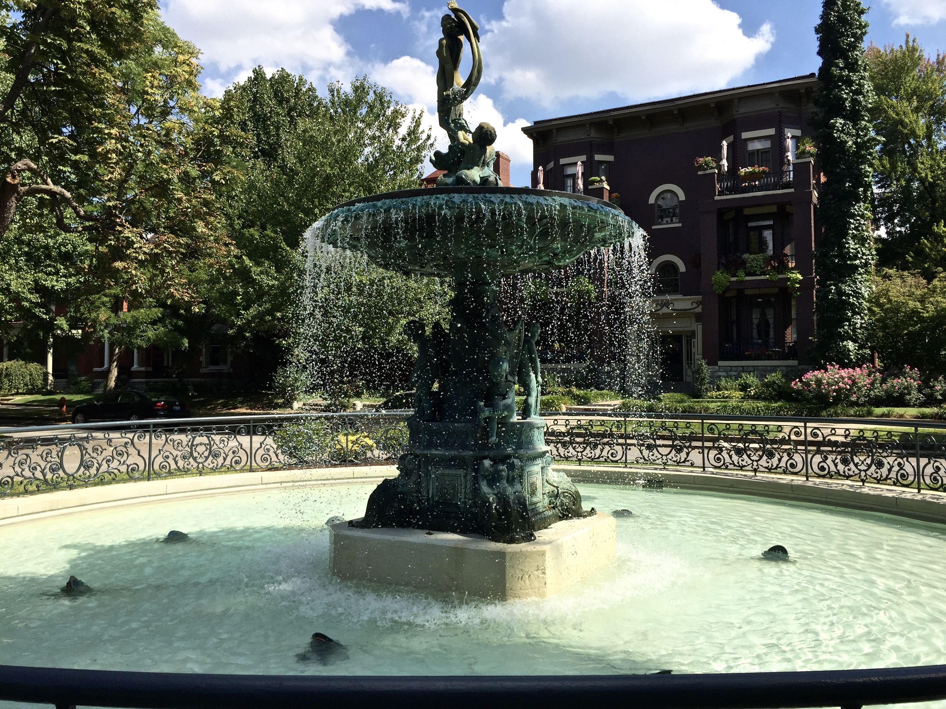The Fountain At St James Court In Old Louisville Fountains Louisville Kentucky Realestate