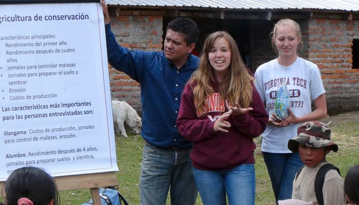 Virginia Tech Students Amy Hubbard At Center And Casey Gresham Interviewed More Than 200 Farmers In Ecuador During Summe Research Projects Virginia Tech Peer
