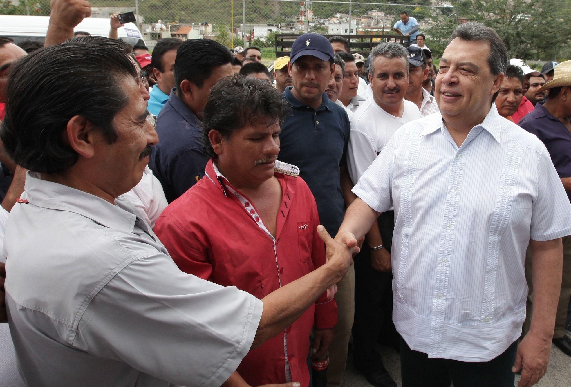 Transportistas buscan a normalistas de Ayotzinapa - http://notimundo.com.mx/estados/transportistas-buscan-a-normalistas-de-ayotzinapa/20279