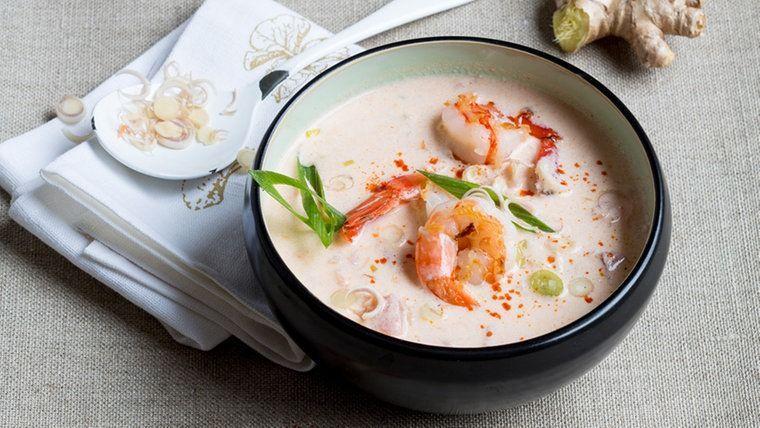Kokos Garnelen Suppe In Einer Schale Rezepte Asiatische Rezepte Thailandisches Essen