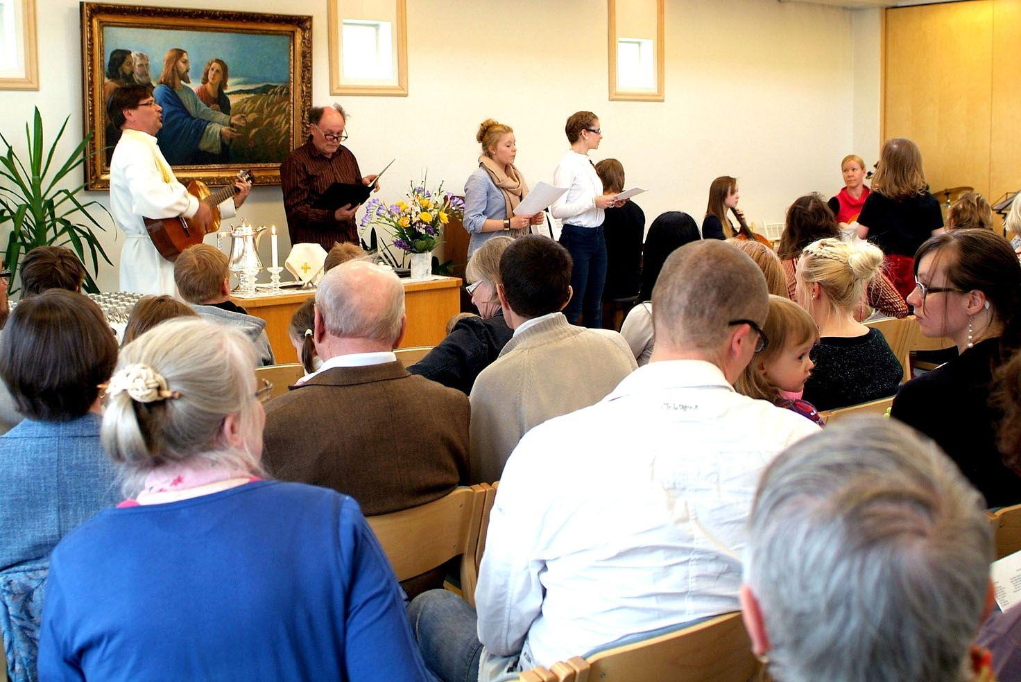Perhemessu Sipusaaren seurakuntakodissa