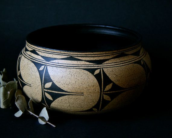 Gorgeous! Listing at https://www.etsy.com/pt/listing/167488728/black-on-brown-speckled-stoneware-bowl