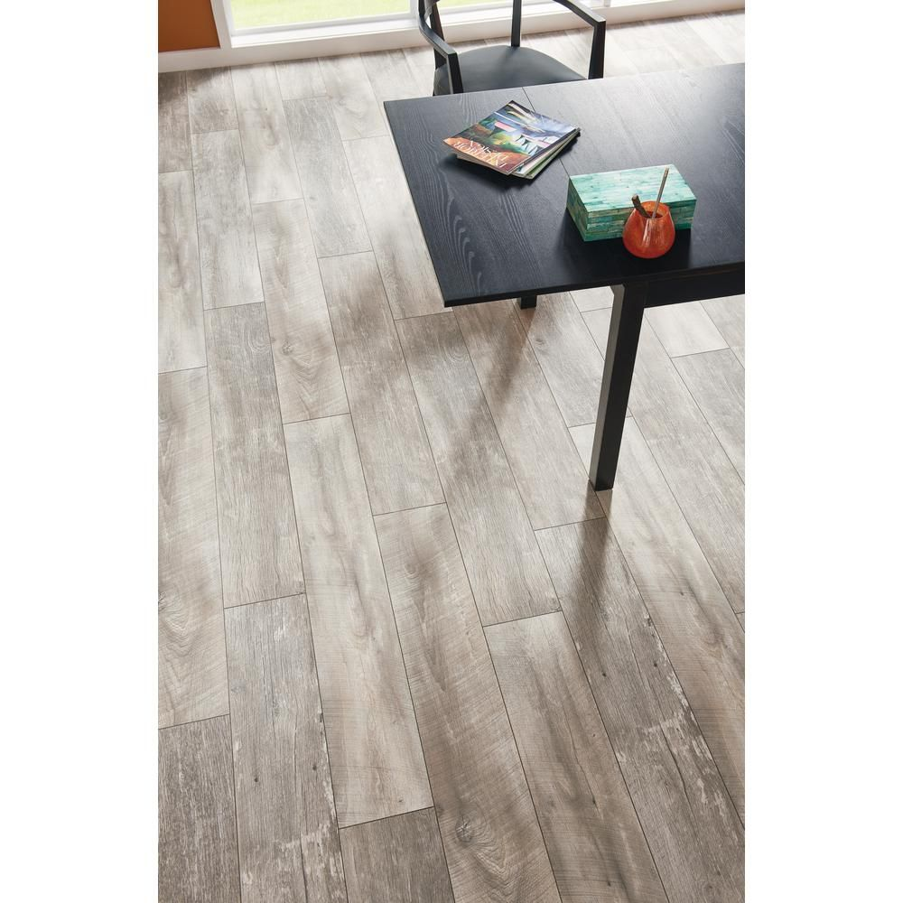 Lifeproof Folkstone Oak 12 Mm Thick X 8 03 In Wide X 47 64 In Length Laminate Flooring 15 94 Sq Ft Case 361241 25621wr The Home Depot Laminate Flooring Flooring Oak Wood Texture