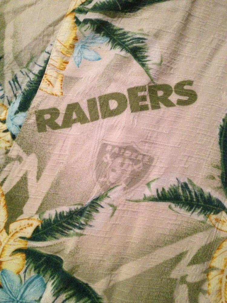 Oakland Raiders NFL Hawaiian Aloha Camp Shirt Mens XL Logo Pocket Short  Sleeves  NFL  Hawaiian bfbb7eb96