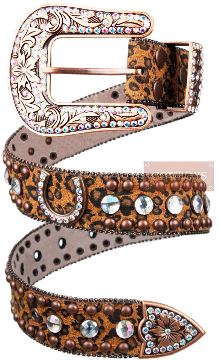 Cinto feminino em couro com tacha e strass importado  Cinto feminino em couro com tacha e strass importado.
