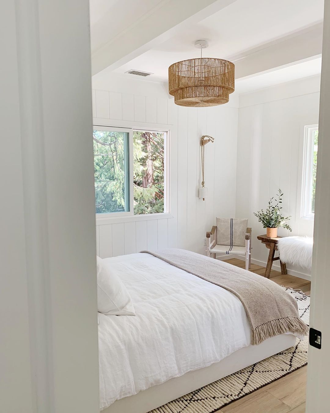 Minimalist neutral bedroom (With images)   Home bedroom ...