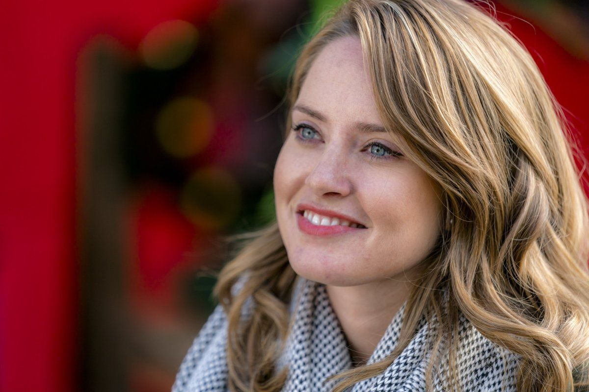"""Exclusive: An Interview With Merritt Patterson From Hallmark Channel's """"The Christmas Cottage ..."""