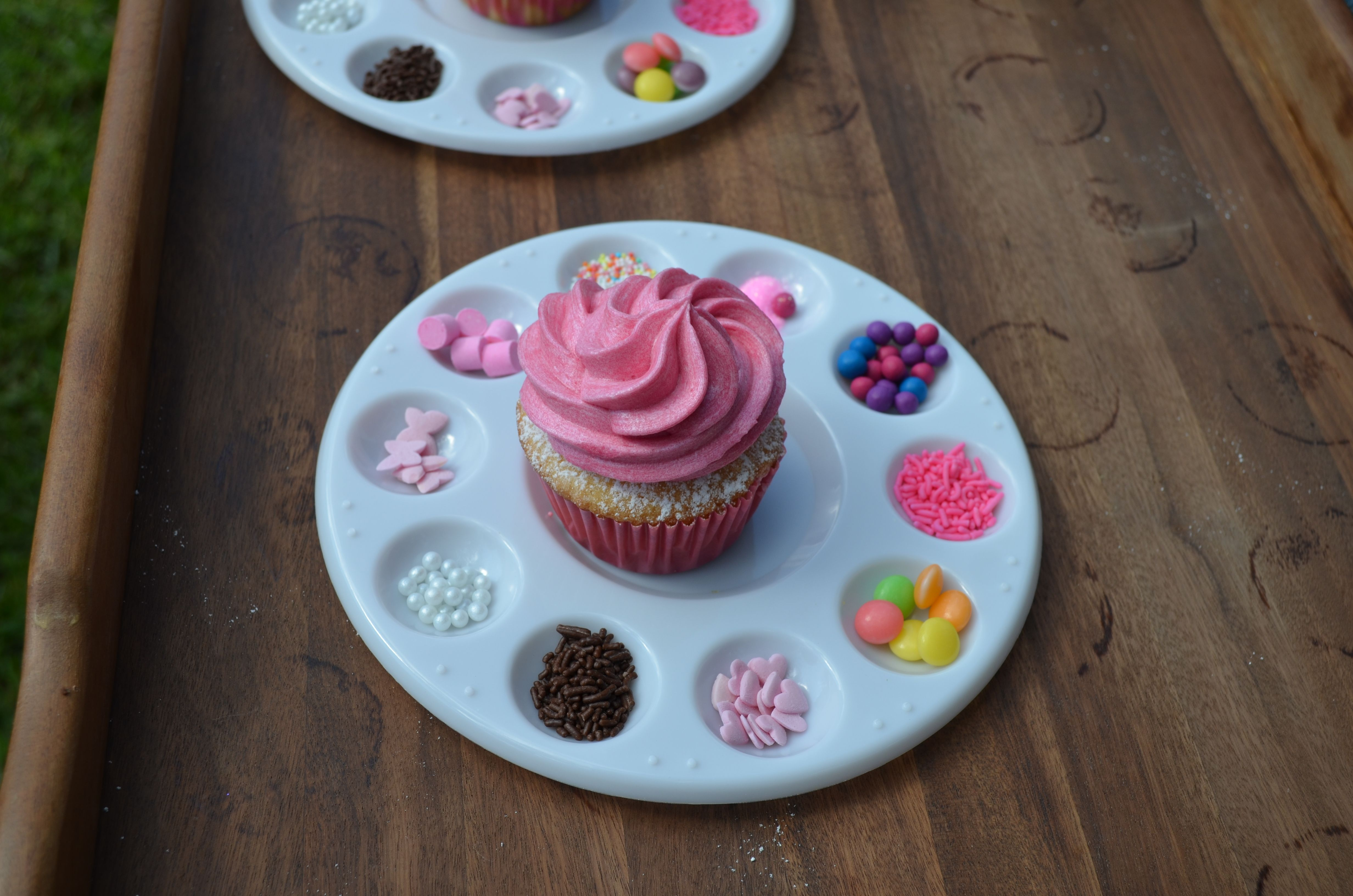 Anja turns 3 - decorate your own cupcake