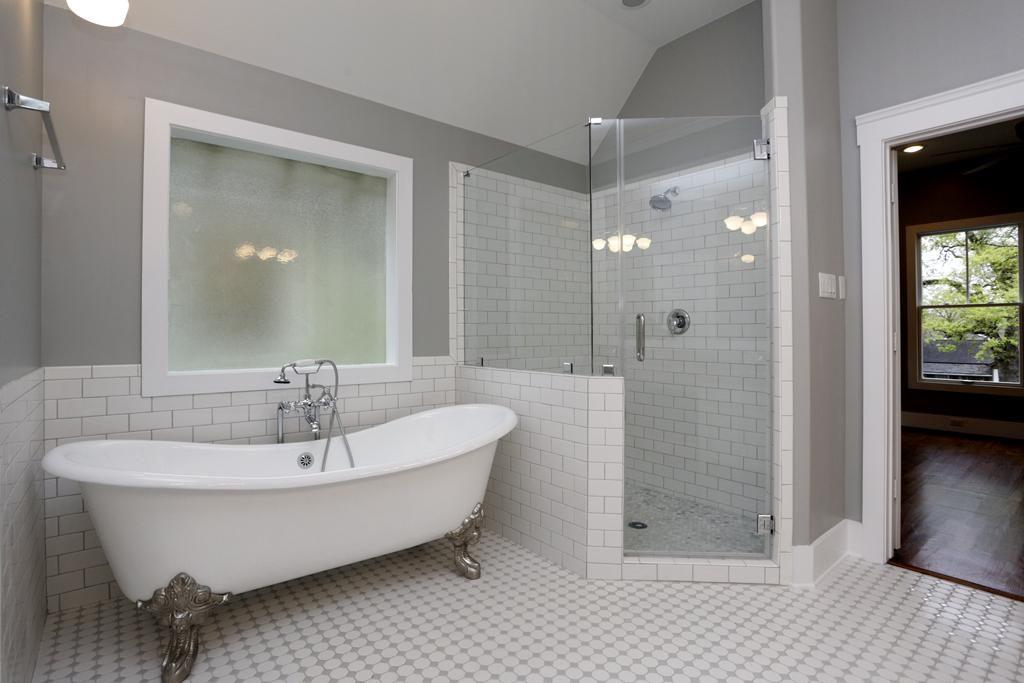 1525 Ashland St Photo Gallery | Tub remodel, Bathroom ...