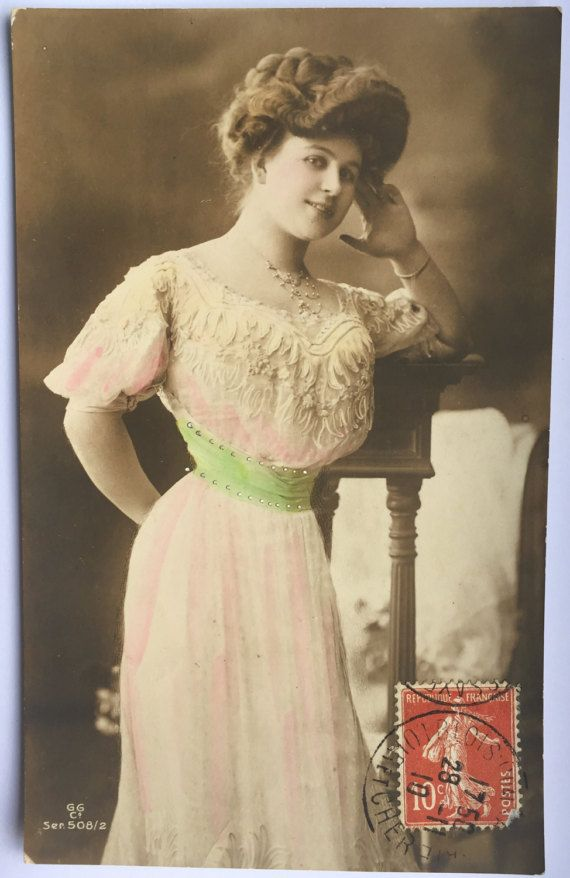 Dame met zeer dunne taille * Victoriaanse jurk met groene gordel * Hand getinte foto * antieke Franse briefkaart * brief aan zuster in wet