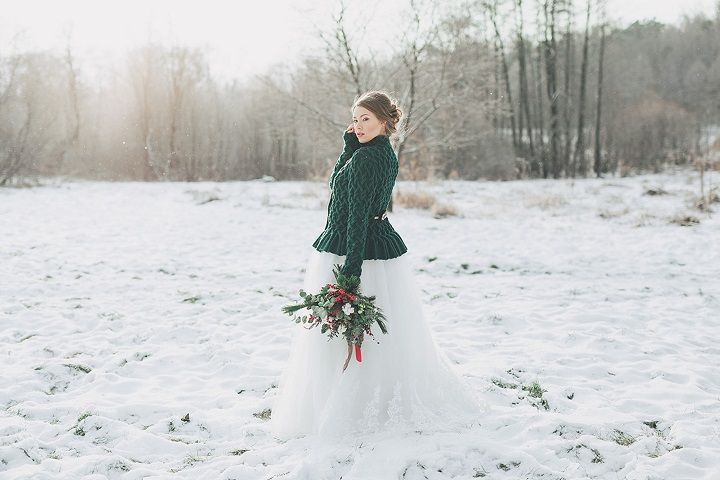 Pretty Bride wears evergreen cardigan + ball gown - Christmas winter wedding in snow | fabmood.com #wedding #winterwedding #christmas #christmaswedding