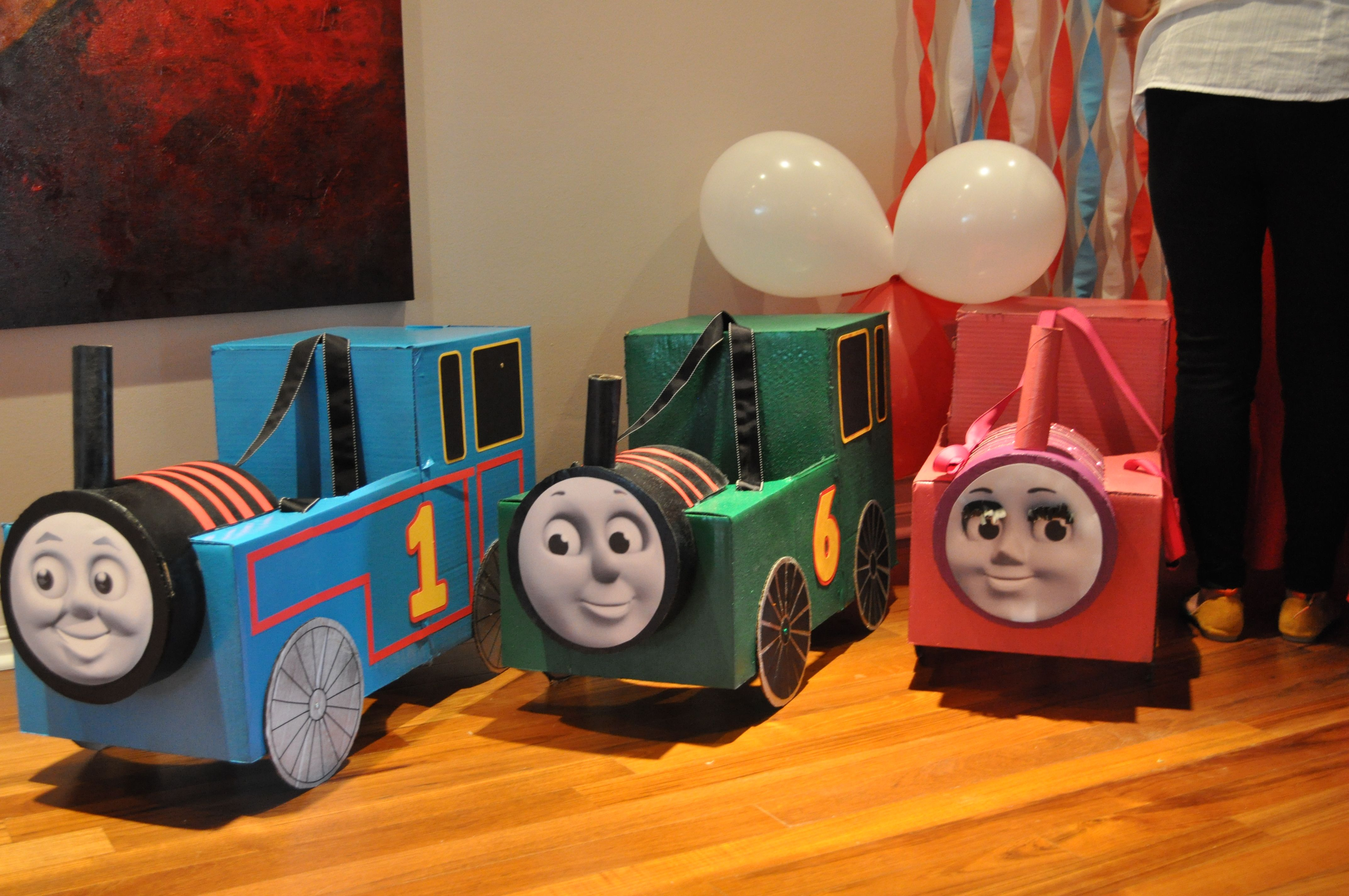 how to make thomas the train out of cardboard boxes