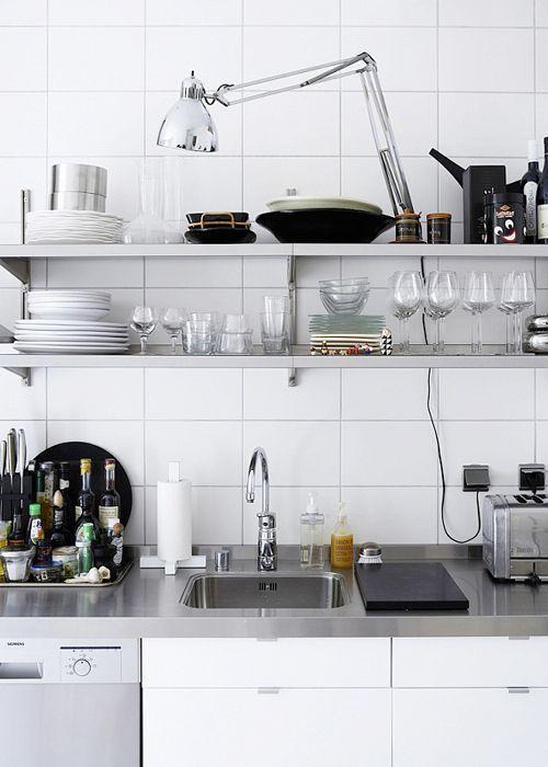 Praktisk med vask og bordplade i et og samme materiale (evt. i pocelæn i stedet)