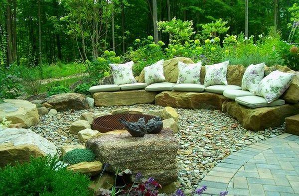 sch ne landschaft im garten kieselsteine und flusssteine einbauen ideen rund ums haus. Black Bedroom Furniture Sets. Home Design Ideas
