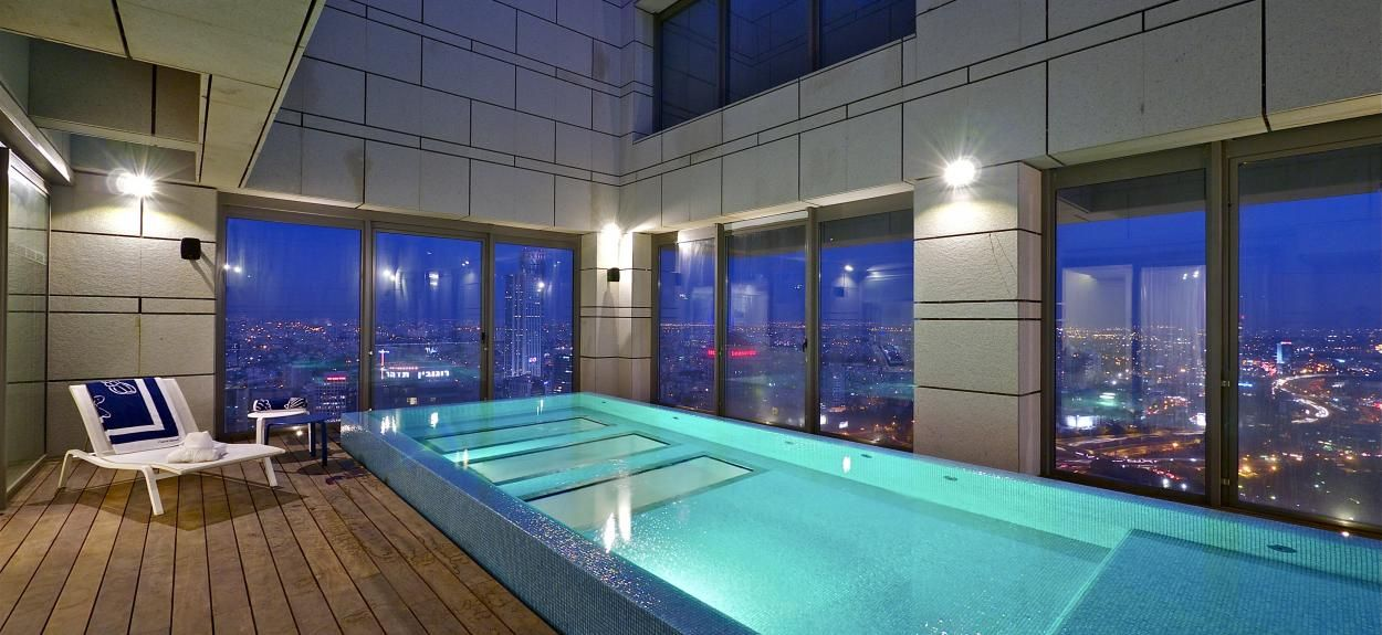 Awesome Design With Indoor Swimming Pool Visit Roohomr Apartmentdesign Apartmentdecor Great Gorgeous Fabulous