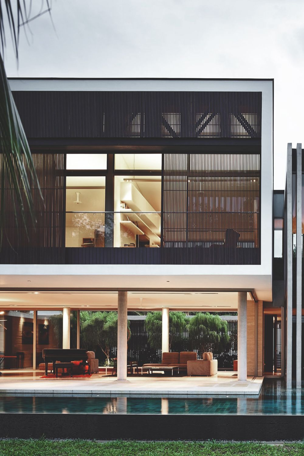 Front view luxury tropical house design 27 east sussex lane by ong - Architecture Interiors