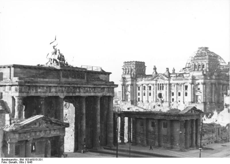 Berlin 1945 Seltene Perspektive Uber Den Pariser Platz Auf Das Brandenburger Geschichte Berlin 1945 Berlin