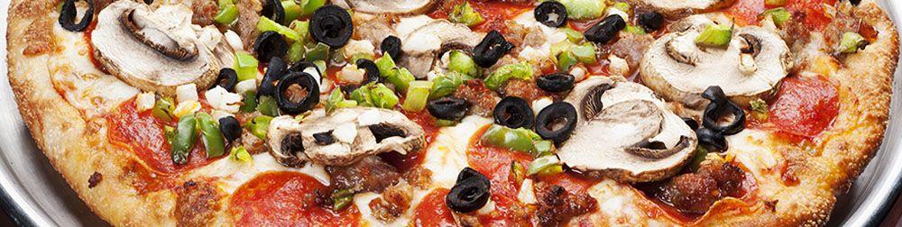 Pizza | Winking Lizard Tavern