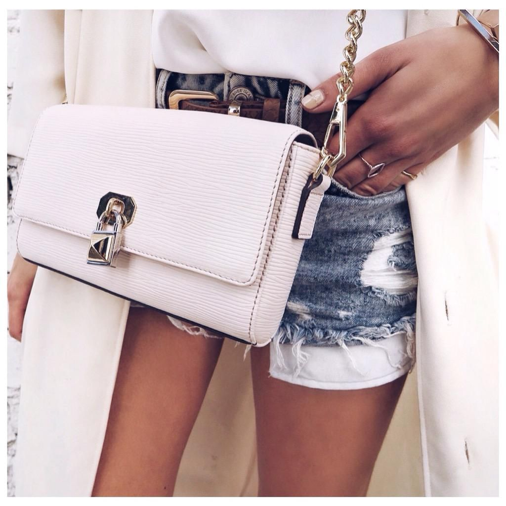 Up close & personal with my @RebeccaMinkoff chain bag shop it here  http://www.liketk.it/1qekA #RMwanderlust