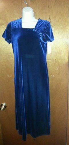 New moves velvet dress Size 16
