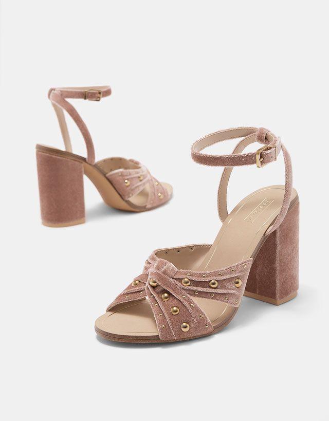 Velvet sandals with chunky heel and faux pearls - Heels - Bershka Serbia