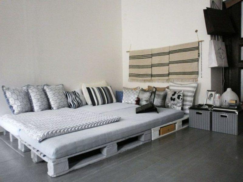 Bett aus holzpaletten  Europaletten Bett ganz einfach selber bauen – ausführliche ...