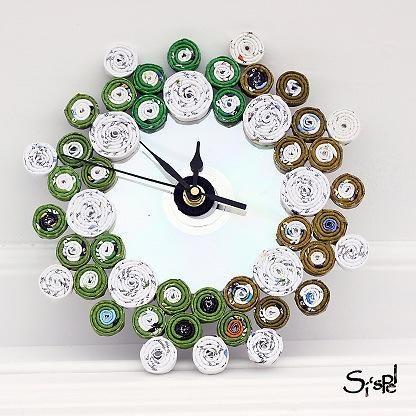 Reloj De Pared Hecho Con Material Reciclable