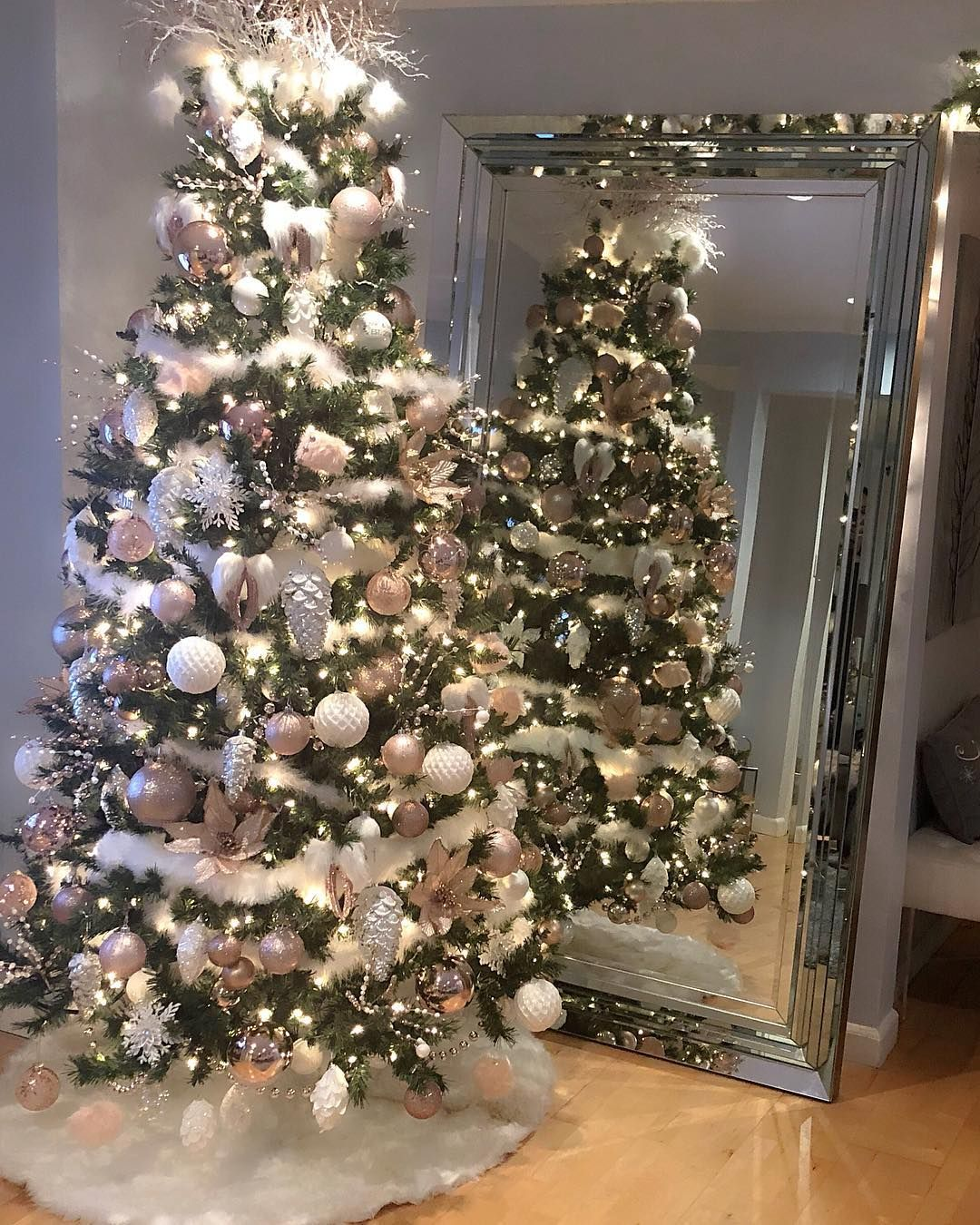 Christmas It S My Favorite Time Of The Year And I M Finally Done Decorating Christmasdecor Christmasdecor Christmas Decorations Xmas Tree Christmas Garland