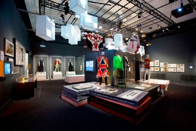 DAVID BOWIE | VICTORIA AND ALBERT MUSEUM