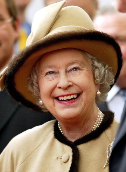 cappello beige Regina elisabetta, Elisabetta ii, Cappelli