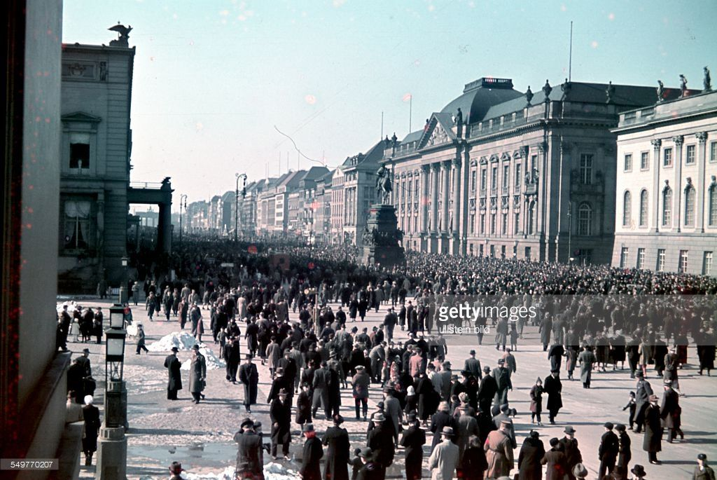 Unter Den Linden In Berlin In The Year Of 1940 A Time Of Great Glory And Enthusiasm For The German People As Their Reich Ach History Of Germany Berlin Germany