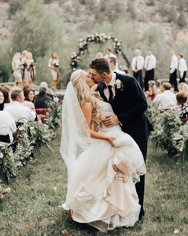 Katie Griff Photo: Summer Backyard Wedding