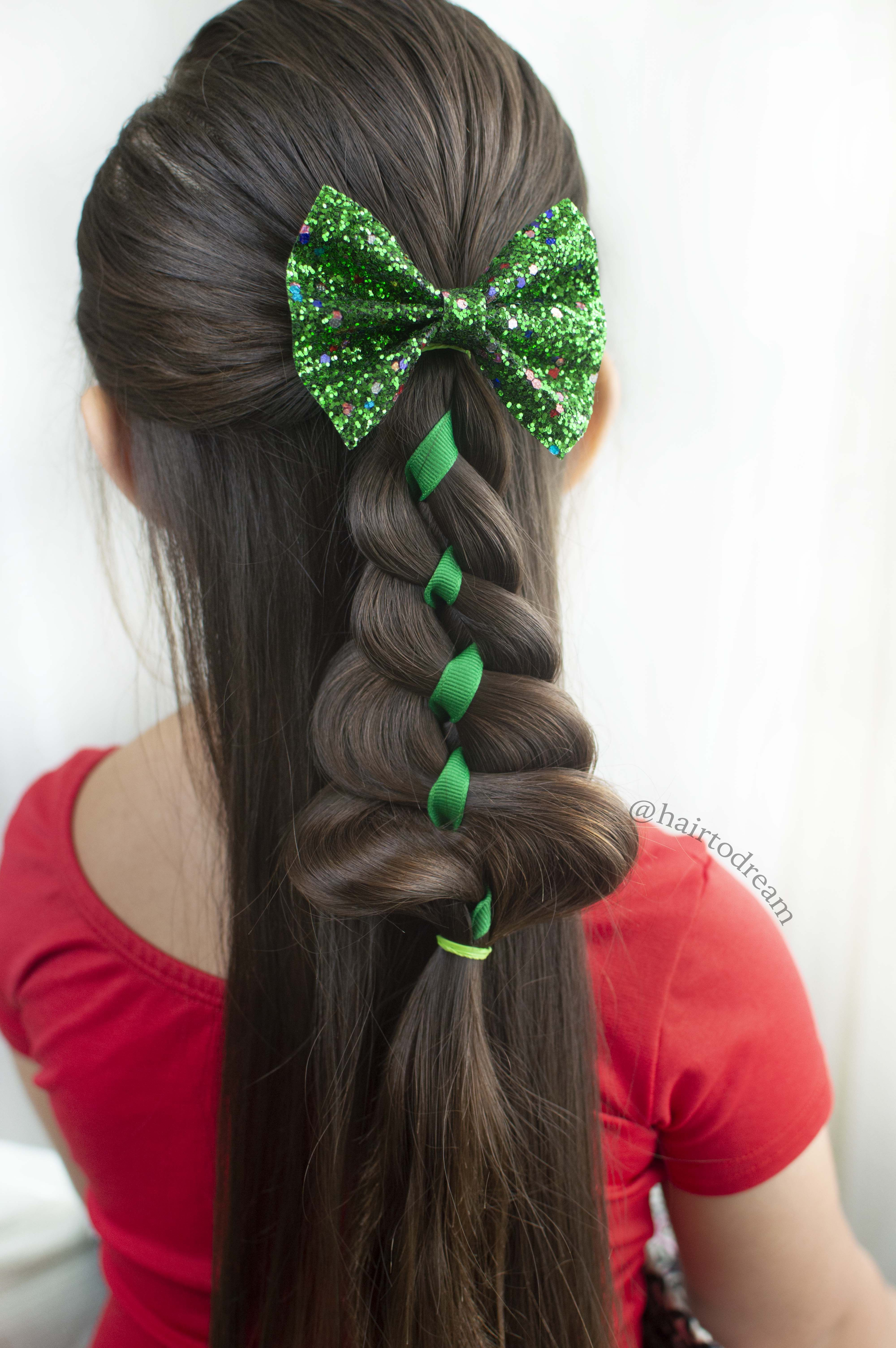 Cute And Easy Christmas Tree Hairstyle For Little Girls Follow Kids Hairstyles Christmas Hairstyles Christmas Hair