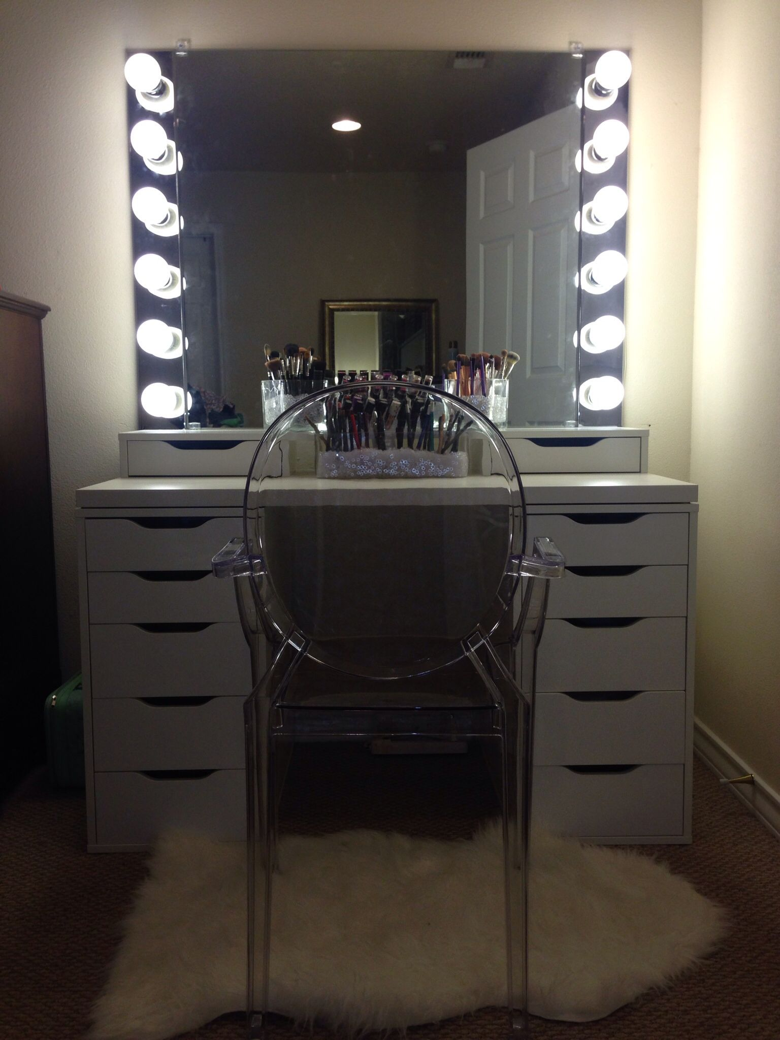 lighted vanities cosmetic diy mirrored table also magnificent lit mirror set glancing bedroom drawers deluxe then makeup lights m with oa vanity desks captivating