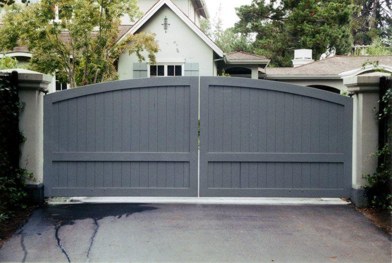 custom wooden driveway gate 16